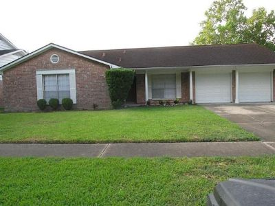 $900, 4br, This wonderfully landscaped home is move in ready....4 beds 2 baths