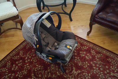 Chicco Keyfit 30 Rear Facing Infant Car Seat and Base