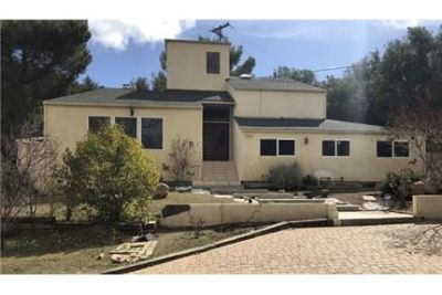 Gorgeous Calabasas, 4 bedroom, 3 bath. Parking Available!