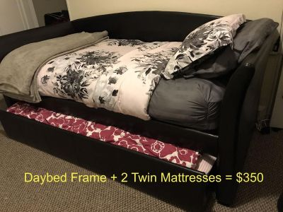 Daybed Frame + 2 Free Twin Mattresses