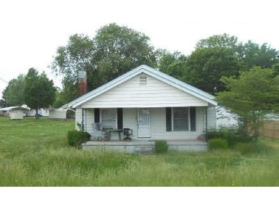 3 Bed 1 Bath Foreclosure Property in Hickory, NC 28601 - Main Avenue Dr NW