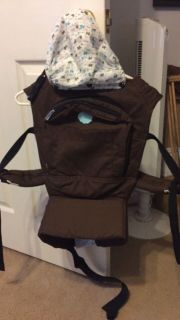 MO+M baby carrier
