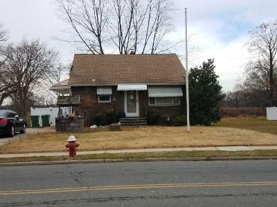 3 Bed 2 Bath Preforeclosure Property in Sayreville, NJ 08872 - Macarthur Ave