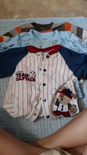 3 pairs of footed pajamas 9 month's