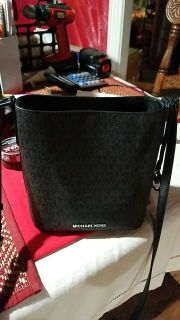 MICHAEL KORS PURSE. READ DESCRIPTION