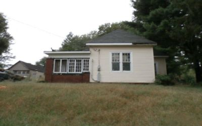 Single Family W/Detached Garage For Sale!