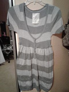 Holister cute light weight shirt adorable with leggings Size L $5