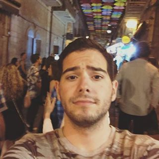 David is looking for a New Roommate in New York with a budget of $1000.00