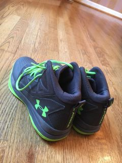 Youth size 7 Under Armour basketball shoes