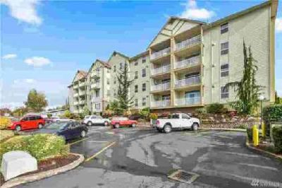 1548 River Rd #401 Longview, Condo living at its finest!