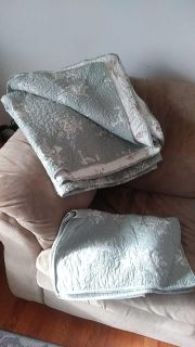 Full size comforter reversible with two pillow shams