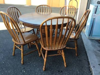 Round Pedestal Dining Table and Six Chairs - Delivery Available