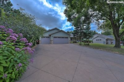 $2995 4 single-family home in Woodbury