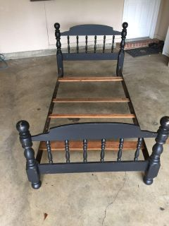 Twin size black wooden bed. No mattress. Pick up in Hernando