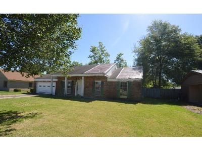 3 Bed 1 Bath Foreclosure Property in Greenville, MS 38703 - Hart Dr