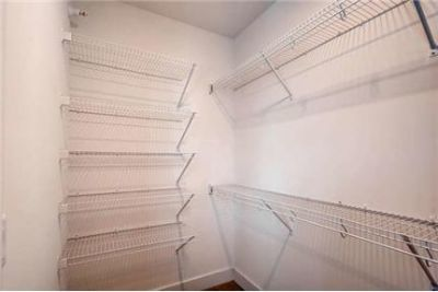 Large 1 Bed / 1 Bath, W-in closet in luxurious Boutique 28