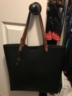 Fossil black leather tote. Like new condition. Only used a couple of times. Big with lots of space and cones with leather makeup bag.