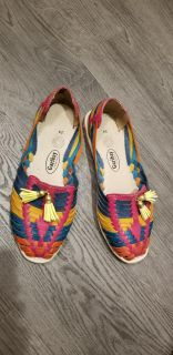 Beautiful shoes used once. Women's size 8 Bought them in San Antonio