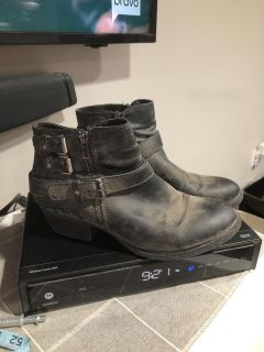 Like new ankle boots size 10 blackish/gray $12