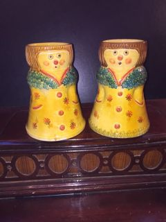 2 HAND PAINTED POTTERY VASES ITALICA ARS
