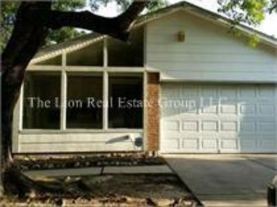 $1,300, 3br, Dont miss out on this gorgeous 3 bed home