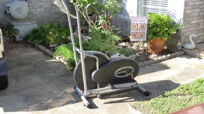 Nice shape Exerpeutic Air Elliptical workout machine