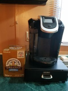 Kureig2.0 .like new plus kireig holder and large box coffee plus the holder ful I'll coffee. Must pic up wrightsboro area