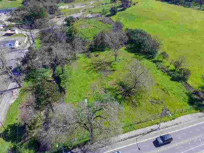 3880 Old Redwood Highway Santa Rosa, Lots of possibilities.