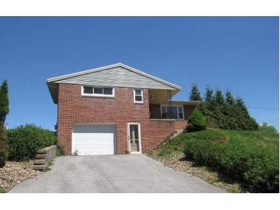 3 Bed 1.5 Bath Foreclosure Property in Johnstown, PA 15905 - Woodmont Rd