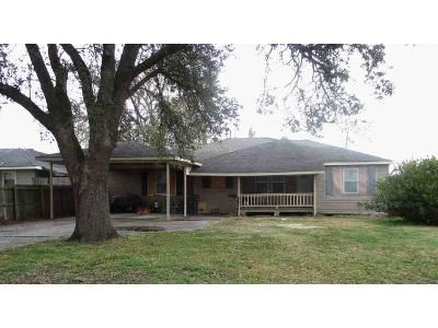 5 Bed 2 Bath Foreclosure Property in Groves, TX 77619 - Hickory Ave