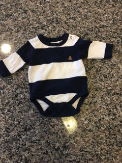 Baby Gap top size 0-3