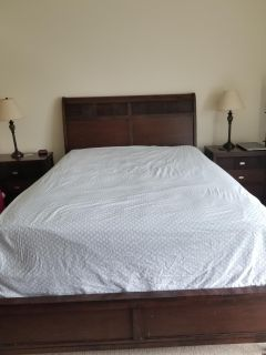 Moving sale: Queen bed set