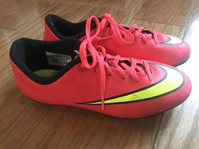 Nike Youth Soccer Cleats Size 3.5