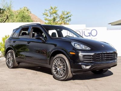 2017 Porsche Cayenne Base (Black)