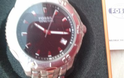 Men's Fossil watch new in the box extra link included
