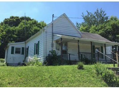 3 Bed 1 Bath Foreclosure Property in Mount Sterling, KY 40353 - Willow St