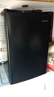 Black & decker mini fridge