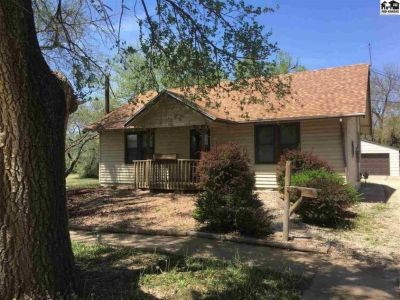 Single Family House 2 Br, 1 1/2 ba