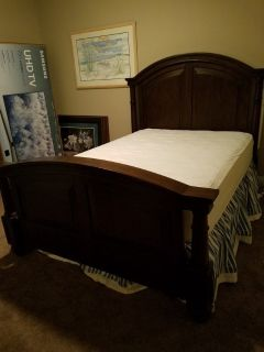Queen bed with mattress and box springs