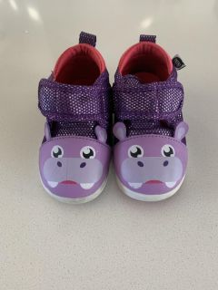 Size 6 toddler squeaking shoes