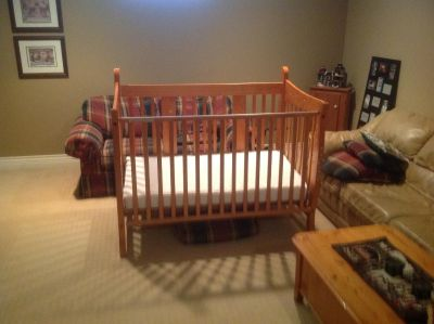 Baby Crib convertible to toddler bed