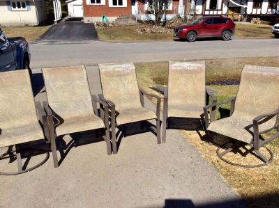 5 Patio Chairs. 2 with SWIVELS