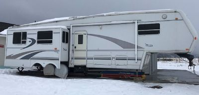 By Owner! 1999 37ft. Jayco Designer 3610 w/3 slides