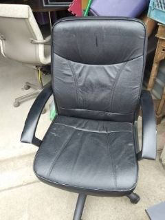 Black Office Chair I will be in Fairifield on Saturday 6/16