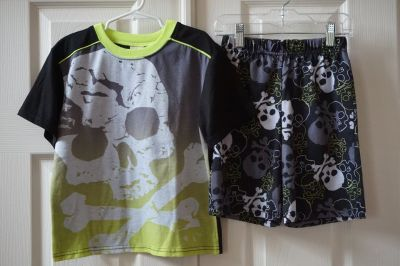 Boys Faded Glory Black Skull Pajama Set Size 6/7