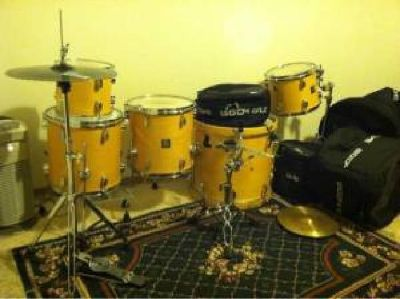 $300 Sonor drums /extras