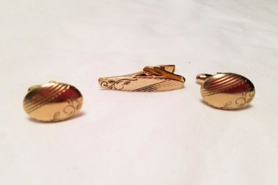 NEW Vintage Cuff Links Hickok Gold Tone Chain Button Up Engraved Tie Tack Bar