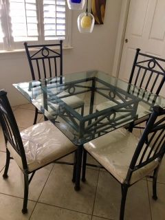 Kitchen Table (glass) and chairs