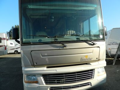 2009 Fleetwood Bounder 32W Ford