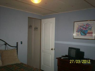- $400 Available Sept 1st RoomBathBills pd.Furnishedcable.wireless (LINDALE)